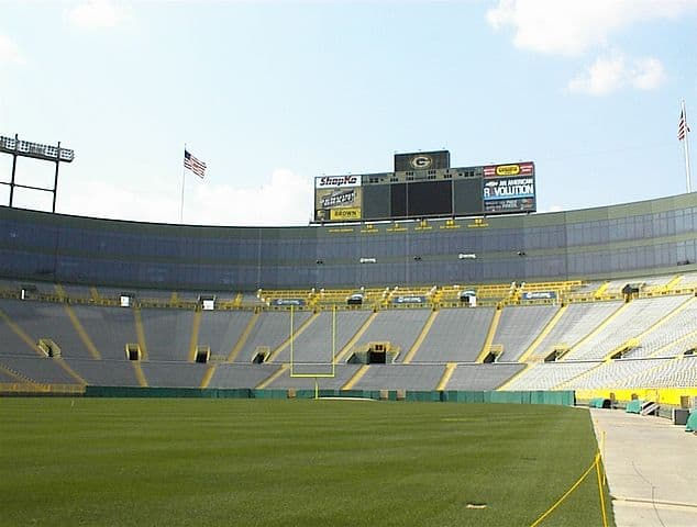 Packer's Lambeau Field - Best Outdoor Activities for Families in Wisconsin