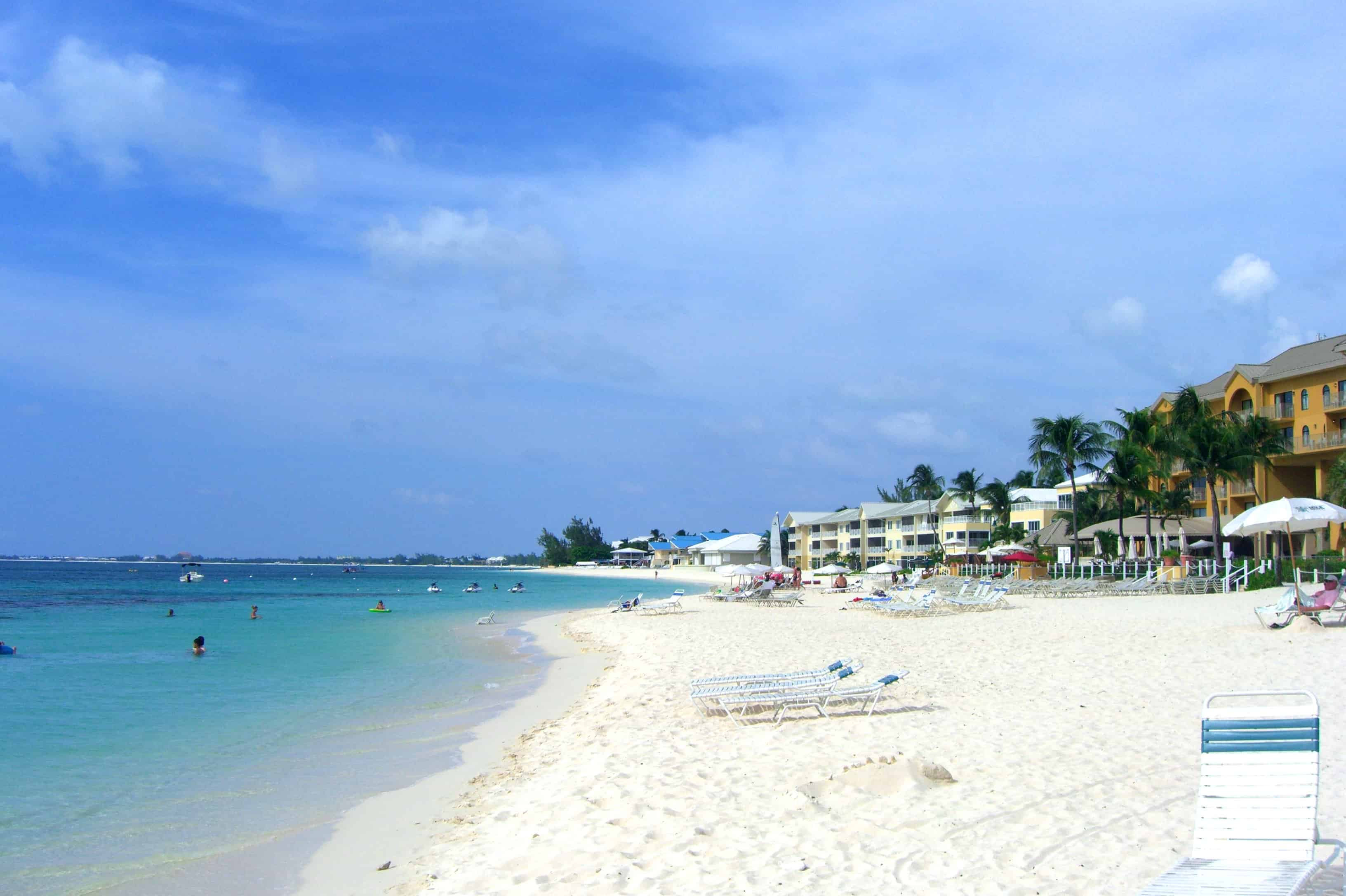 Seven Mile Beach - Cayman Islands With Kids