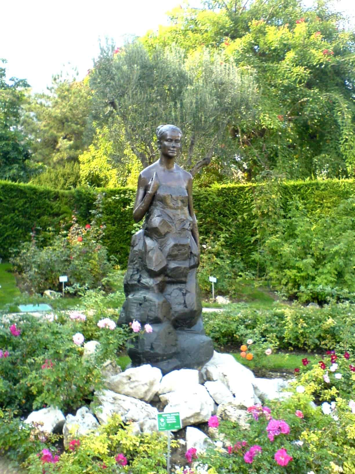 Princess Grace Rose Garden - Reasons to Visit Monaco