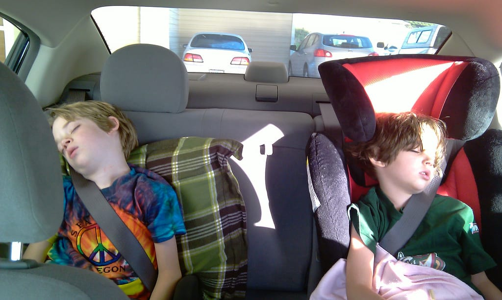 Kids sleeping in the car - Vacation for Kids
