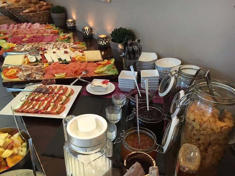 Breakfast Buffet - Save Money on Food While Traveling with Kids