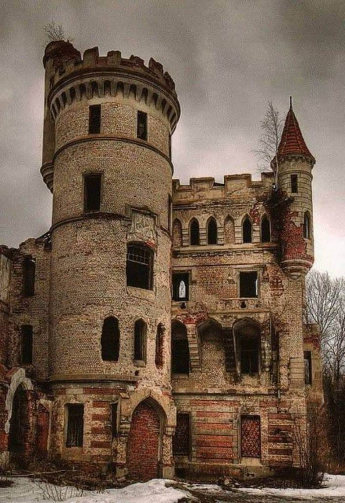 Muromtzevo Mansion - Ten Abandoned Castles You Can Visit with Kids