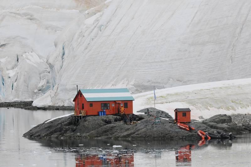 Hut in Antartica