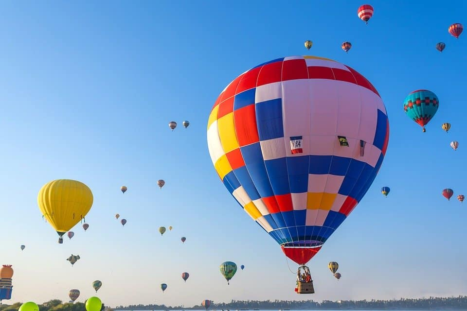 hot air balloon ride - Budget Spring Break Destinations