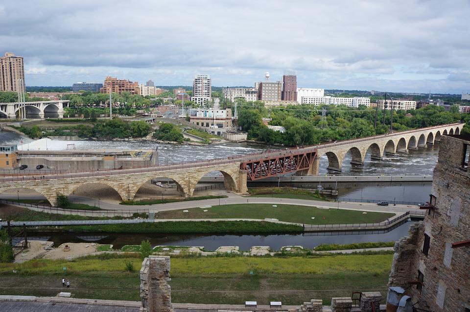 Stone Arch Bridge- Free Things to Do in Minneapolis, Minnesota